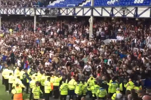 Da li će se i sada izvući? UEFA pokrenula istragu o haosu koji je napravila Torcida u Londonu! (FOTO) (VIDEO)