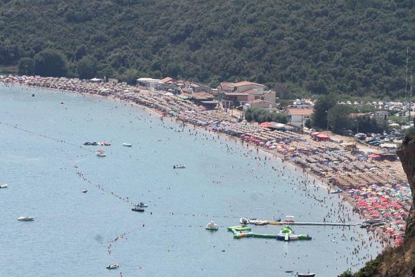 Crnogorski političar ošamario i iznabadao pesnicama srpskog turistu, jer mu je zaklonio pogled na more?!