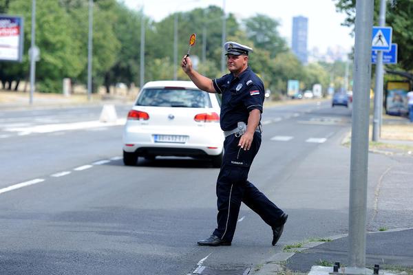 120.000 DINARA, ALI I PRAVO U ZATVOR! Ovo su nove saobraćajne kazne koje će Srbe POTPUNO OTREZNITI!