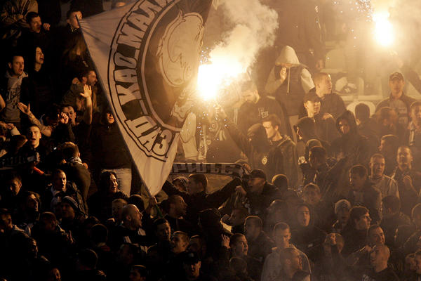 EKSPLOZIJA NEZADOVOLJSTVA! Miroslav Đukić i igrači Partizana na meti POBESNELIH GROBARA! (VIDEO)