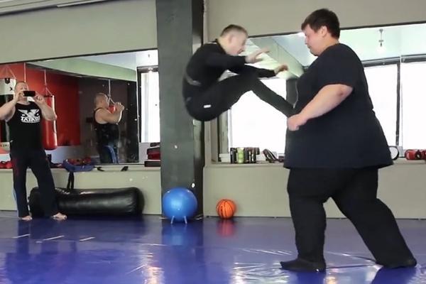 60 KILA NASPRAM 260 KG! Rusi testirali kako bi izgledala borba superteške i pero kategorije! (VIDEO)