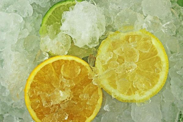 Zbog čega svi zamrzavaju limun i zašto bi i vi to trebalo da radite? (FOTO) (GIF)