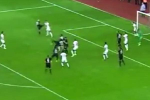 BUUUUUM! Bivši fudbaler Crvene zvezde prelepim golom istakao kandidaturu za nagradu Ferenc Puškaš! (VIDEO)