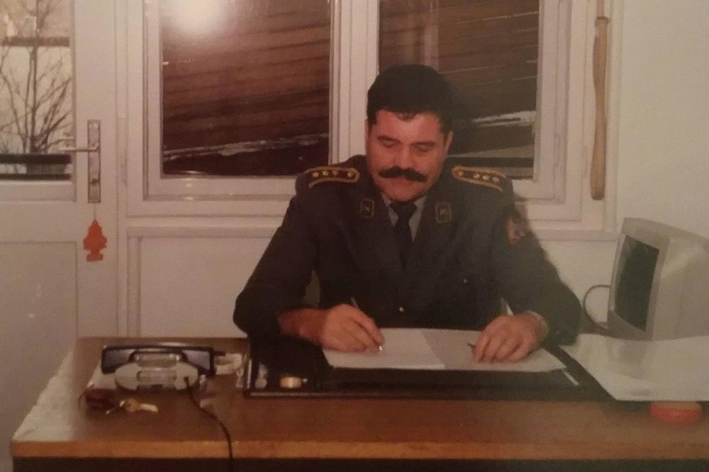 KADA JE TREBAO DRŽAVI BIO JE TU, A ONA GA SAD IZDAJE! Pukovnik Lalović će 62 rođendan provesti na Brankovom mostu! (FOTO)