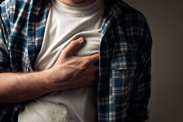 Infarktse može osetiti i mesec dana ranije! Dobro se pazite ako osećate ovih 8 simptoma!(FOTO) (VIDEO)