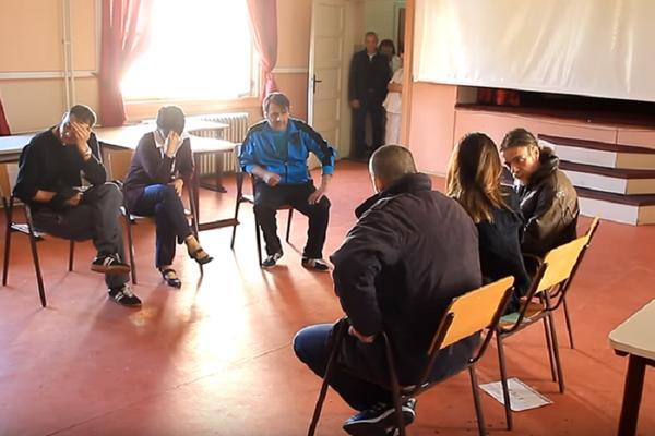 Kad pacijenti  iz Psihijatrijske bolnice u Kovinu glume u pozorištu, PUBLIKA ZANEMI! (VIDEO)