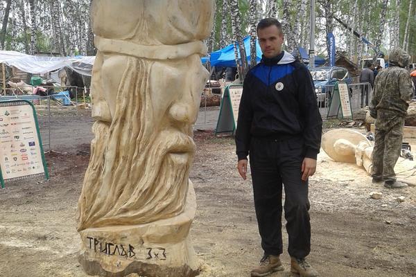 Bojan pravi OGROMNE BOŽANSKE SKULPTURE OD DRVETA! Ovo je jedna od najlepših umetničkih priča Srbije (FOTO)