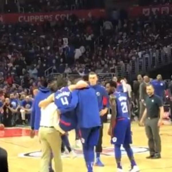TRAGEDIJA U NBA, TEODOSIĆA IZNELI SA TERENA: Mora na magnetnu rezonancu, povreda zgloba je OZBILJNA! (VIDEO)