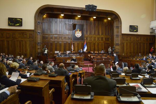 DOBRO NAM IDE: Srpskim poslanicima iduće godine veće plate