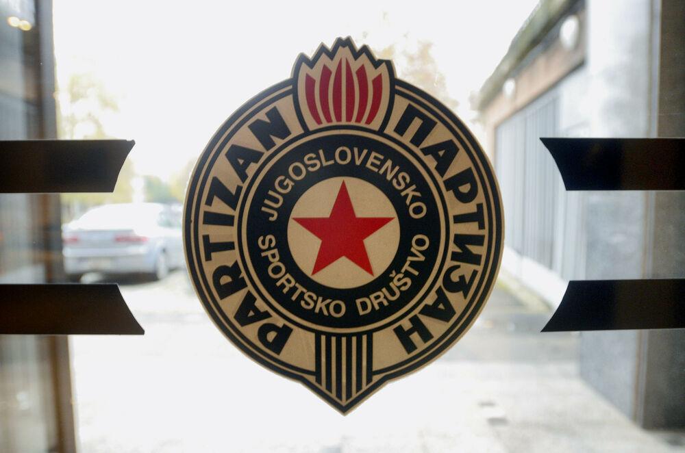 POTPUNO-NEPOZNAT-DETALJ-Partizan-igrao-prijateljski-mec-srusio-se-deo-tribine-bilo-je-11-povredjenih