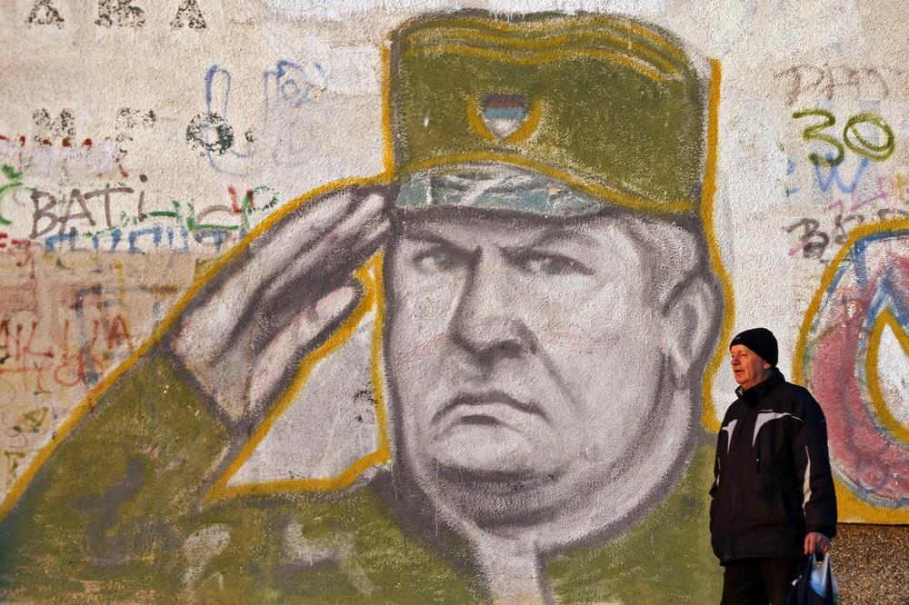 VELIČANJE ZLOČINCA ILI SLOBODA GOVORA? Možete li biti kažnjeni za mural ili skandiranje Mladićevog imena?