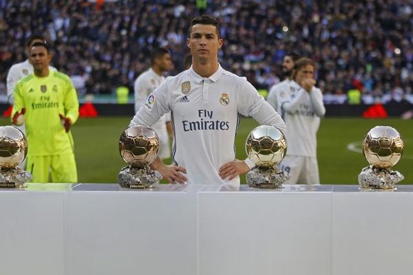 Da li se postavljalo ovo pitanje? Zlatna lopta nije promenila vlasnika! (FOTO)