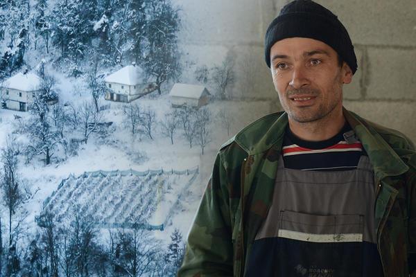 PRIČA KOJA ĆE VAS NATERATI NA SUZE I SMEH: SVETLAN (33) je jedini ostao u VAMPIRSKOM SELU U SRCU SRBIJE! (VIDEO)