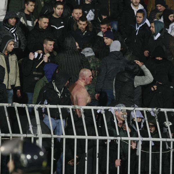 SPLIĆANI NAPRAVILI HAOS NA DERBIJU KAKO BI VRATILI DUG ZA DROGU! Nova teorija istorijske tuče na stadionu Partizana!