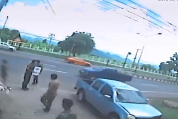 OVAKO IZGLEDA KAD DUŠA NAPUŠTA TELO! Svedok snimio zastrašujući kadar nakon saobraćajke! (VIDEO)