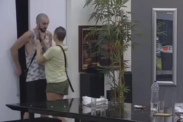 NEMA VIŠE MOG ZEKE PEKE ZA TEBE! Đekson ljut jer Mina neće da spava sa njim! (VIDEO)