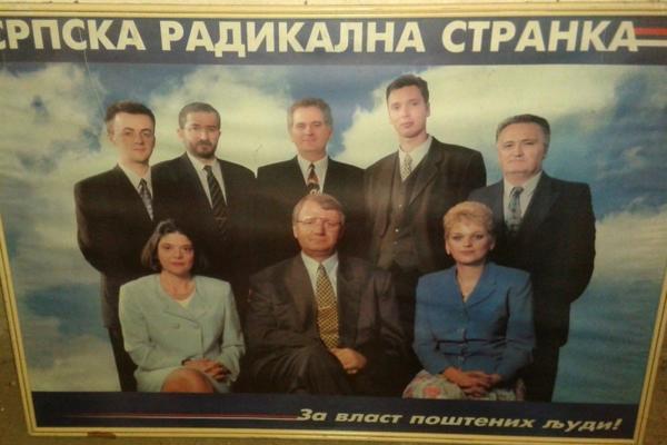 SVI, SVI, SVI RADIKALI NA JEDNOM MESTU: Ovu fotku Tomislav Nikolić bi najradije da zaboravi! (FOTO)