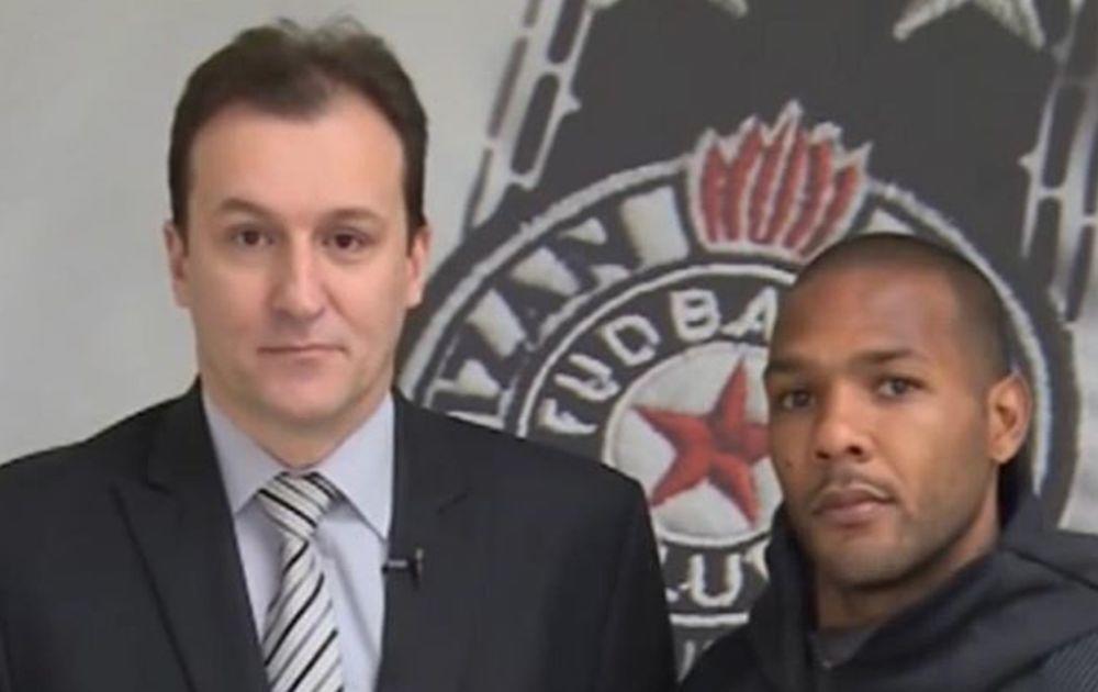 Željko Pantić i Everton Luiz ispred grba crno-belih