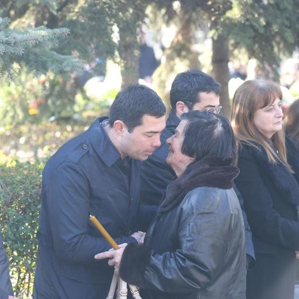 OVO JE PRVA ŽENA OLIVERA IVANOVIĆA: Stajala je uz svoje sinove i sa suzama u očima ispratila bivšeg supruga (FOTO)