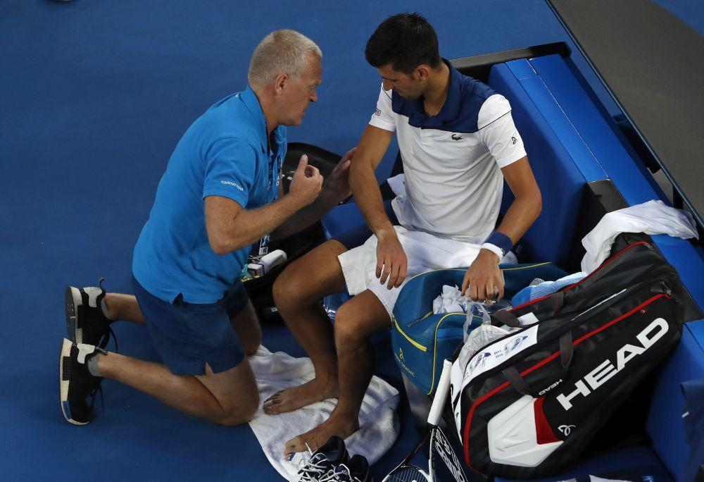 Novak Đoković će verovatno morati na novu pauzu zbog povređenog lakta