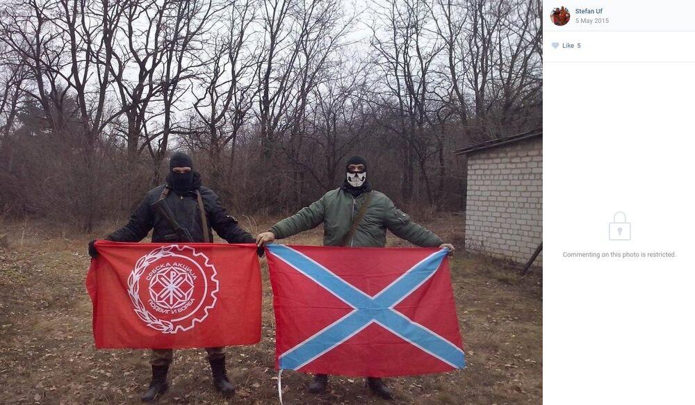 """Hadži na ratištu u Ukrajini, sa obeležjima fašističke """"Srbske akcije""""."""