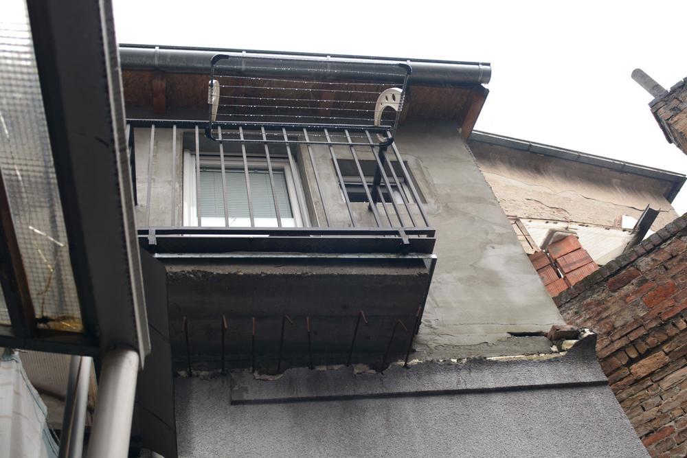 Terasa koju je Cvetojević izgradio na crno