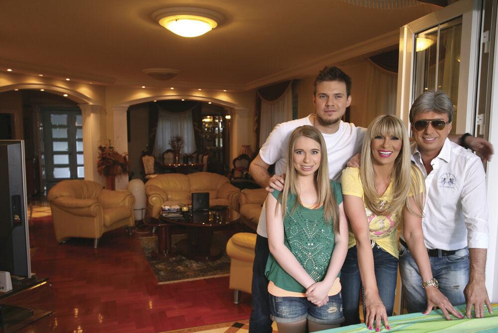 Saša živi u jednoj od najluksuznijih vila u Beogradu