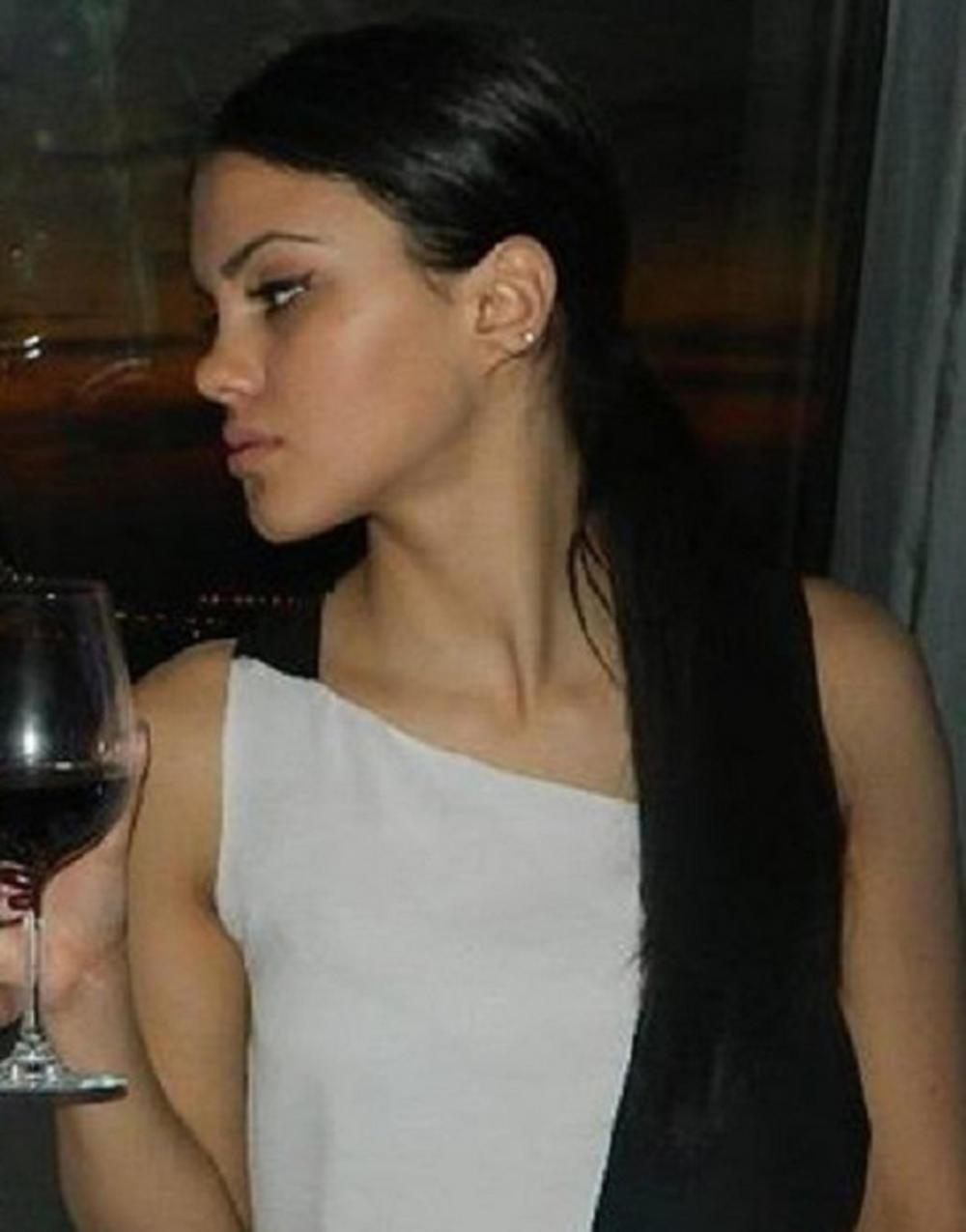 Mia Pajčin, sestra Ksenije Pajčin