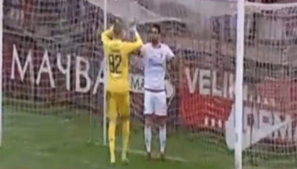 Damijan Le Talek izbacuje loptu sa gol linije