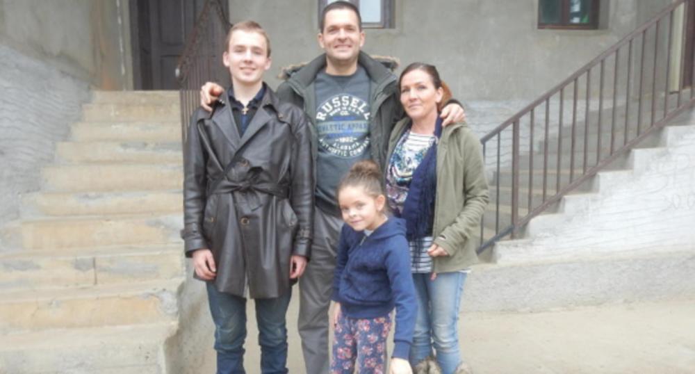Nemanja i Frančeska Mitrović sa decom