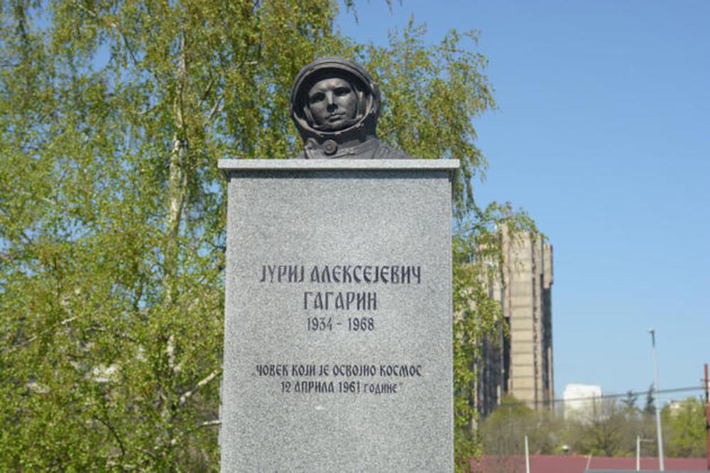 Ko To Valja Statue Jurija Gagarina Povoljno I Ispod Zita Spomenik