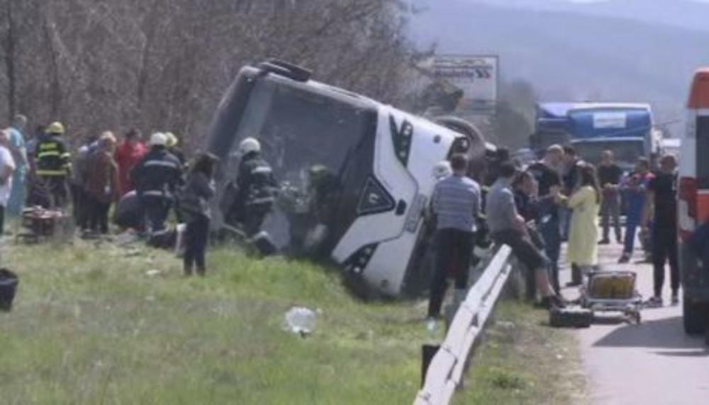 STRASNA-NESRECA-KOD-SOFIJE-Autobus-se-prevrnuo-6-osoba-poginulo-22-povredjene-FOTO