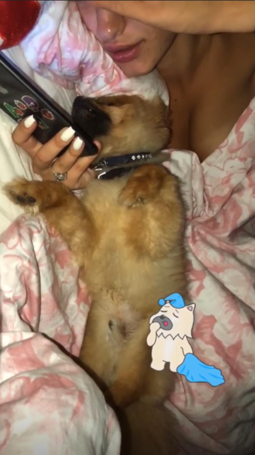 Ana Cakić golišava u krevetu