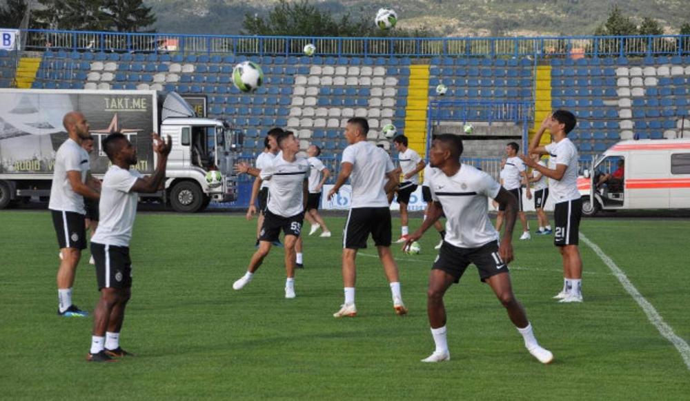 Atmosfera na treningu crno-belih