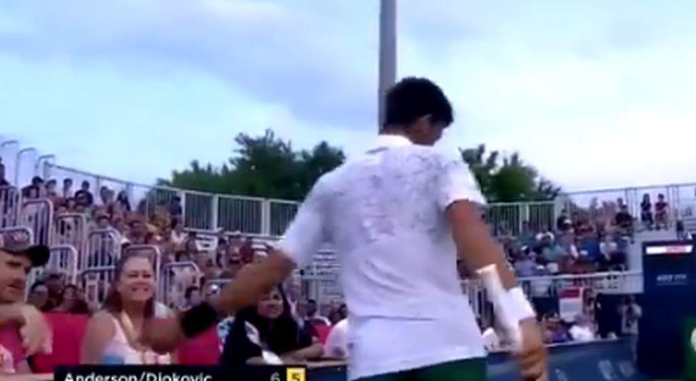 Novak-Djokovic-je-izgubio-poen-a-onda-je-jednim-potezom-odusevio-stadion-i-dobio-ovacije-VIDEO