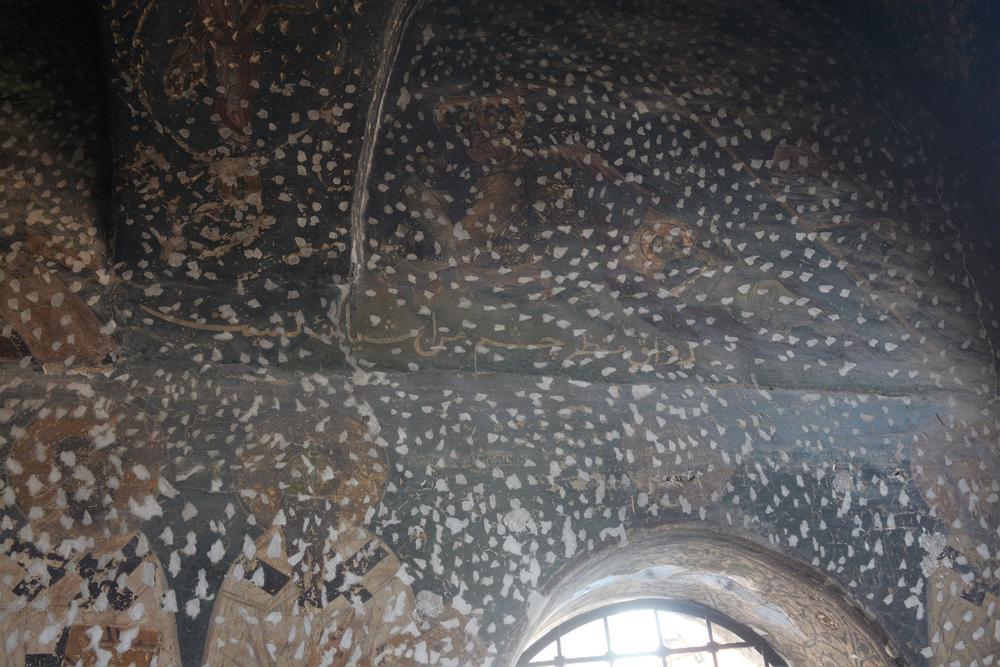 Izlupali su najpre freske čekićem...