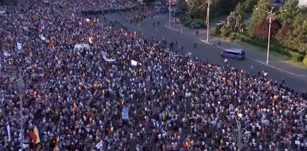 STIGLA-I-DIJASPORA-Tako-to-izgleda-kad-100000-ljudi-izadje-na-ulice-da-protestuje-protiv-korupcije-VIDEO