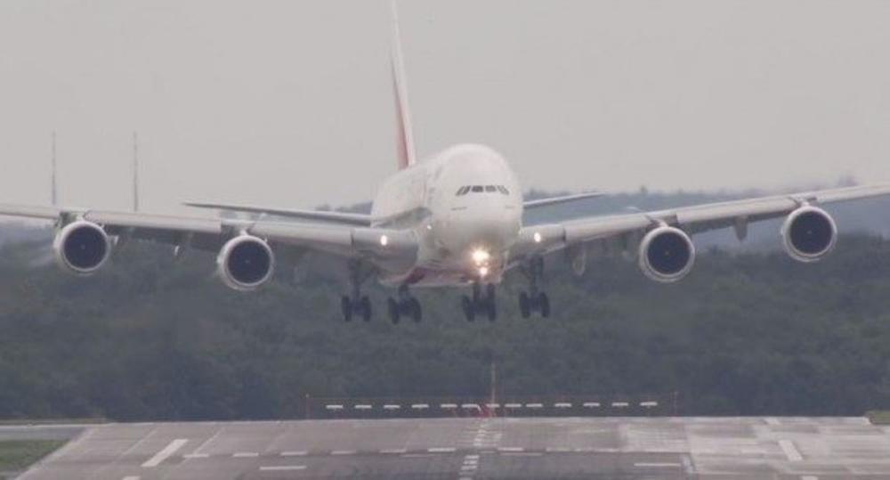 JOS-JEDAN-AVION-BOING-737-PRETRPEO-KVAR-Hitno-sleteo-u-Rusiji-zbog-havarije-na-motoru