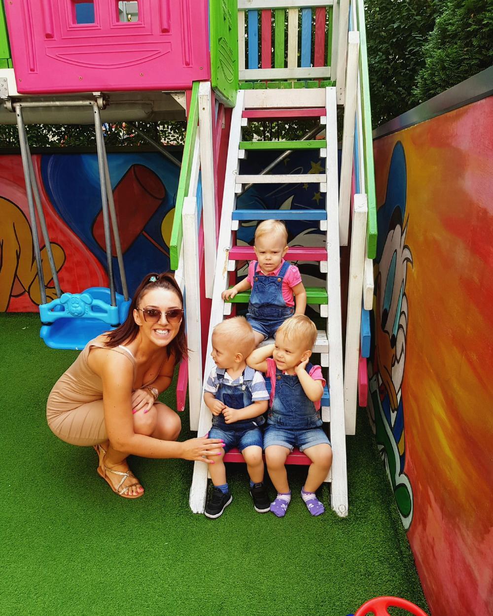 Marina sa dečicom