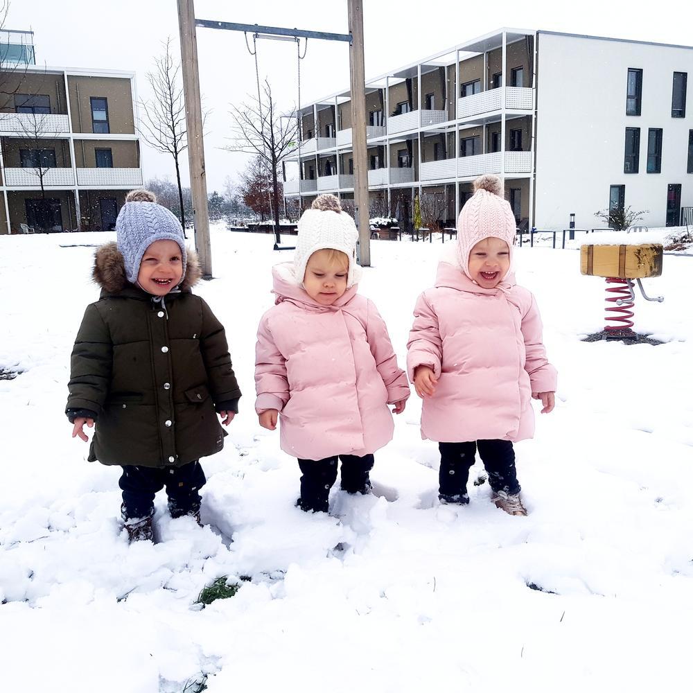Lazar, Valerija i Valentina, zimska idila