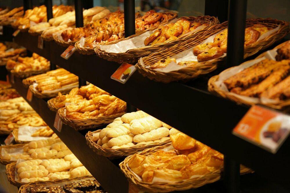 U pekaru je ušla stara baka koja je skupila dovoljno sitnine za ono što joj treba