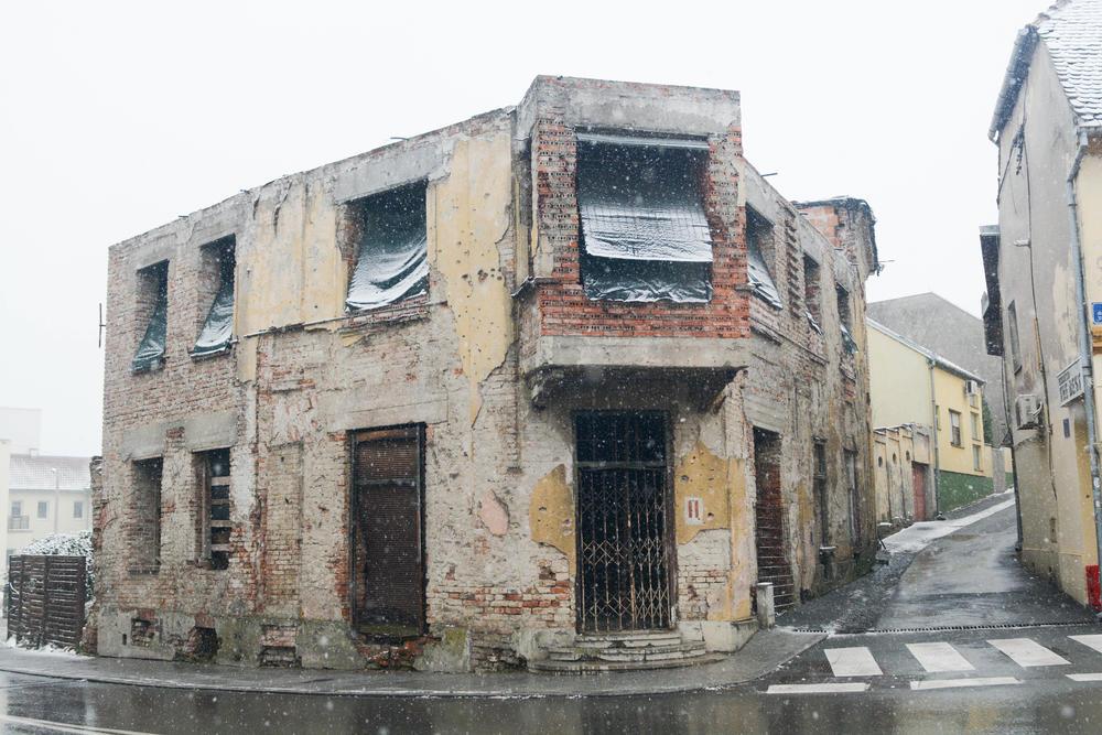 Vukovar 27 Godina Kasnije Trulež I život Ruku Pod Ruku Foto