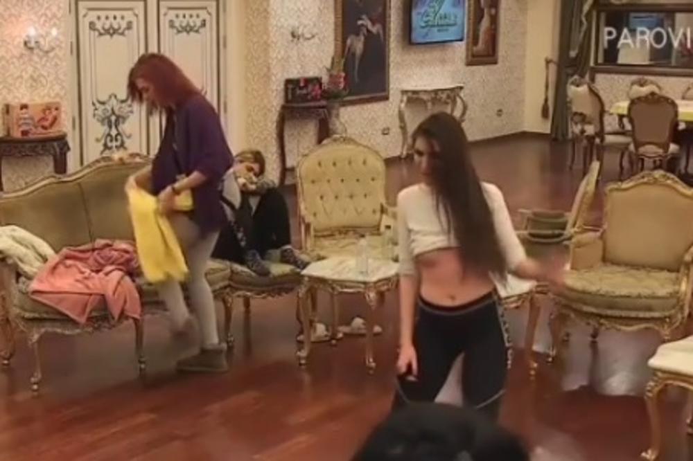 TAKMIČARKA SE ZAIGRALA, PA JOJ ISPALE OBE DOJKE: Sve se videlo, a njena mama od BLAMA okrenula leđa! (VIDEO)