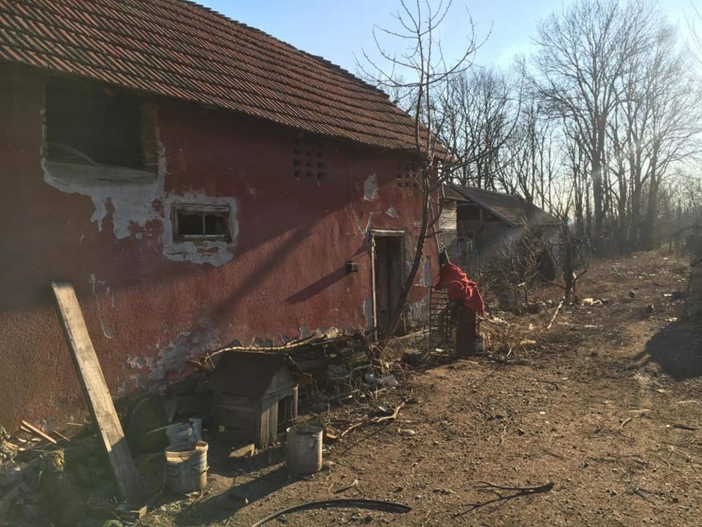 Oronula kuća u kojoj Đorđe živi sa porodicom