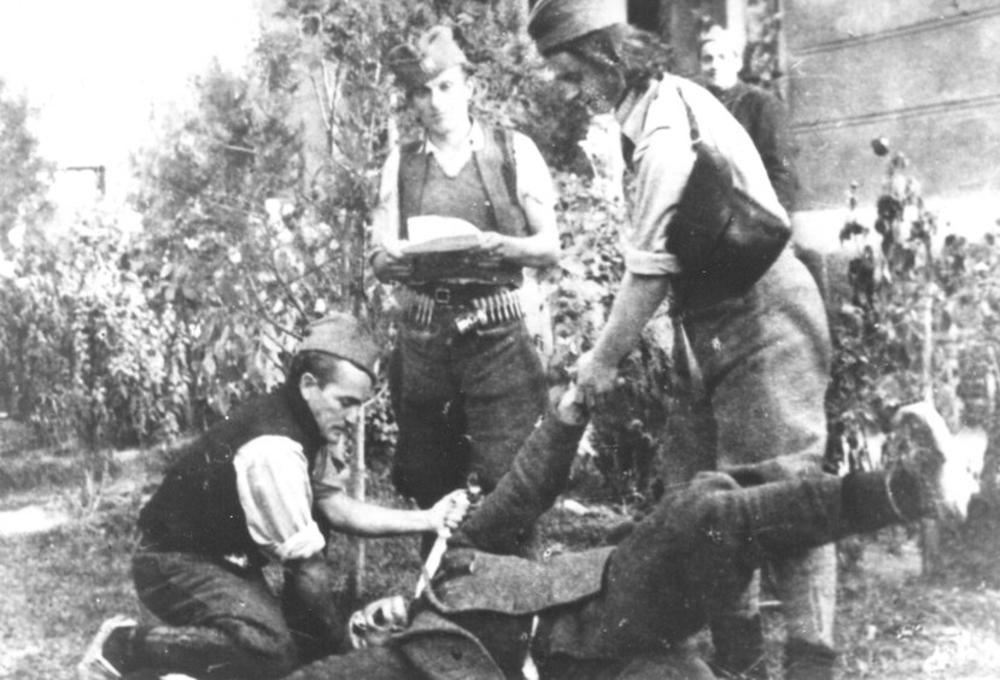 Noću, između 6. i 7. aprila 1944, u vreme nemačkog garnizona u Pljevljima, Vukojčićeva 'crna trojka' je krenula u hapšenje žena partizana i simpatizera partizana