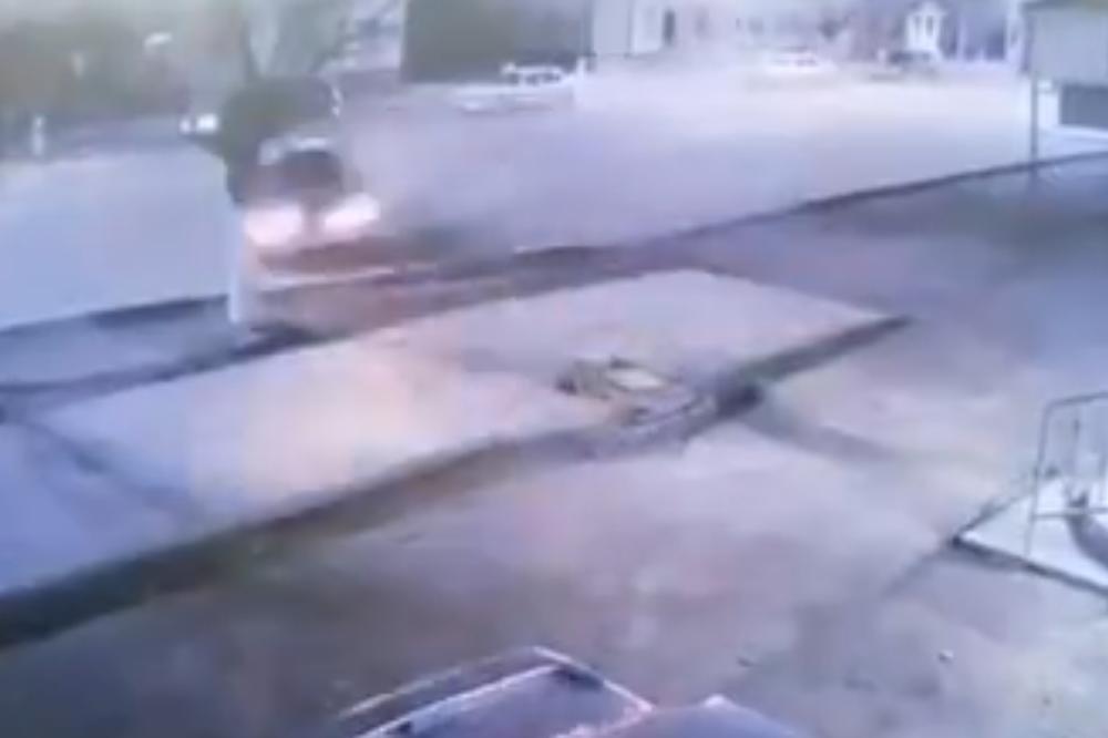 Pijan ušao u auto i svom silom se zakucao u drvo