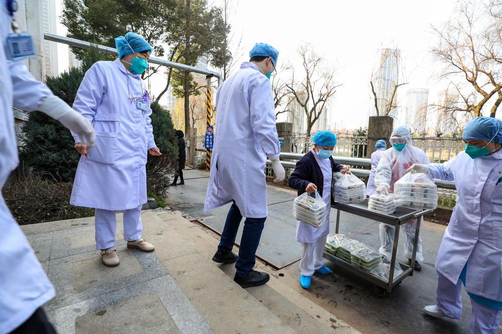 U SRBIJI OD KORONA VIRUSA MOŽE DA UMRE 70.000 LJUDI! Poznati epidemiolog otkrio KOJE SU STVARNE ŠANSE DA SE TO DESI 711067_vuhan01-epa-yuan-zheng_ff