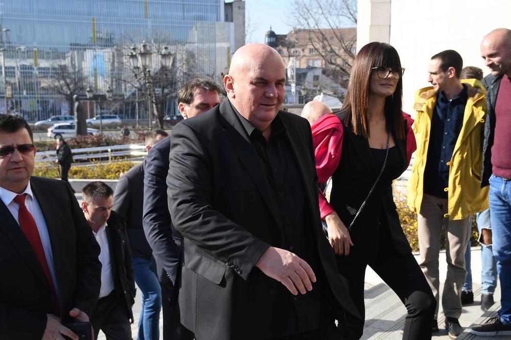 PALMA U BEČU NAPRAVIO SKANDAL: Zbog dva muškarca koji se drže za ruke, nasred ulice ispao opšti haos! (VIDEO)