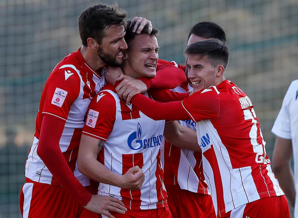 Slavlje mladih fudbalera Zvezda sa Milunovićem posle gola protiv Čukaričkog na Banovom brdu