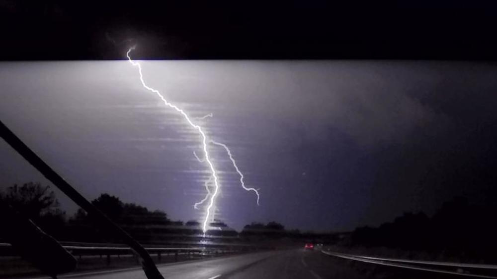 STIŽE NEVREME U SRBIJU, IZDATO UPOZORENJE! Kiša i grmljavina ...